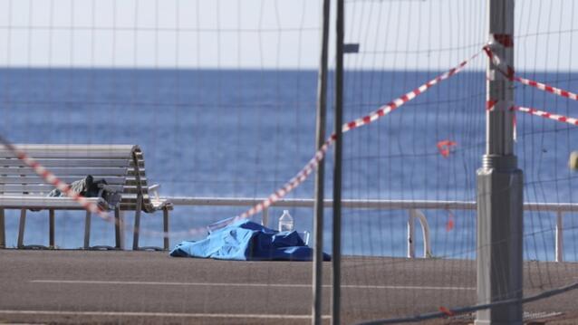1 година от кошмара в Ница! Франция почита 86-те жертви на атентата (СНИМКИ)