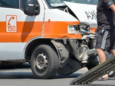 """Катастрофа с коли и линейка с пациент на """"Тракия"""""""