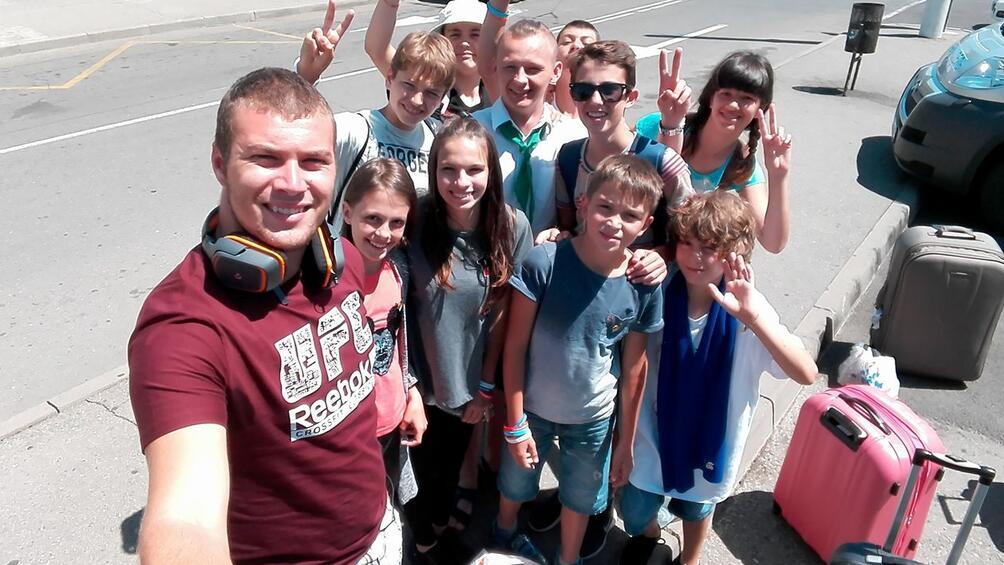 Десет деца от България на възраст между 11 и 19
