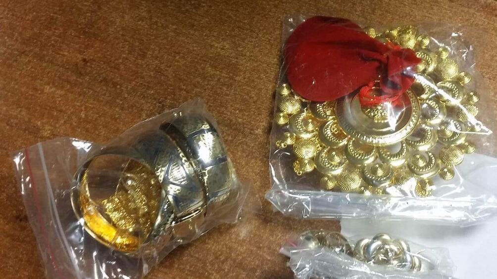 Контрабандно пренасяни 230 грама златни бижута и 118 грама сребърни