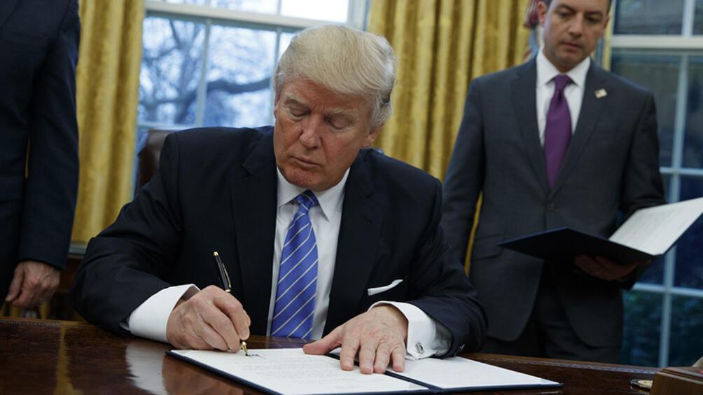ПрезидентътДоналд Тръмпще подпише законопроекта, който предвиждаувеличение на санкциите срещу Русия.