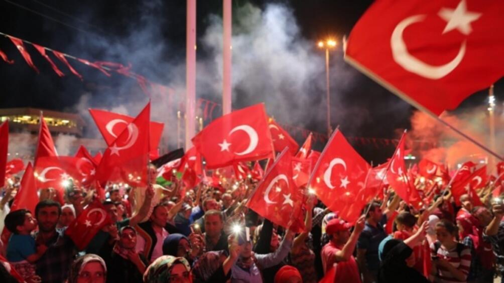 Няколкостотин турски жени се включиха в шествие в Истанбул, протестирайки