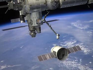 """НАСА пусна обява за работа за космически """"чистач"""""""