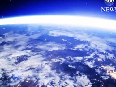 Уникални кадри от Космоса! Луната осветява Земята (ВИДЕО)