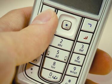 Таксиджийка припечелвала и с телефонни измами