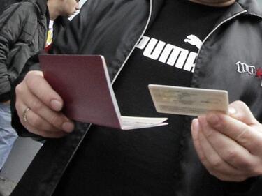 Огромни опашки за лични карти и паспорти