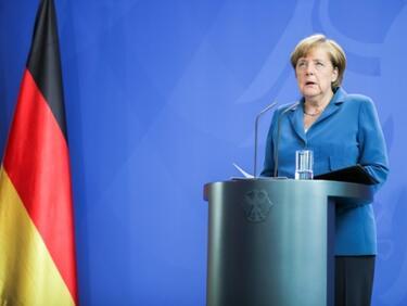 Меркел с добра преднина пред Шулц в началото на кампанията си
