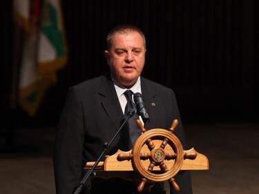 По-високи заплати и по-добра бойна техника обеща Каракачанов на празника на ВМС