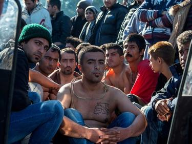 Брюксел обръща палачинката, зове за повече екстрадирани мигранти