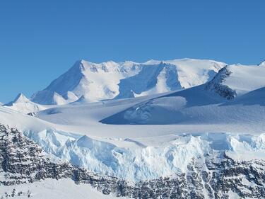 Ледена шапка крие най-големите вулкани на Земята