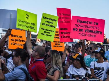 Над 1000 се включиха в протеста в Слънчев бряг
