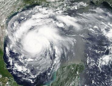 НАСА показа окото на урагана Харви (СНИМКИ/ВИДЕО)