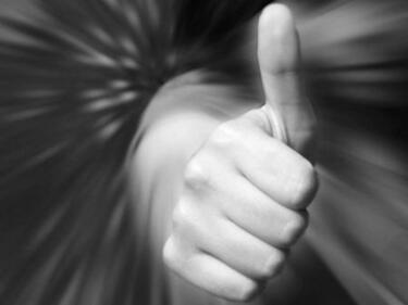 Българско изобретение: Гривна превежда жестомимичния език