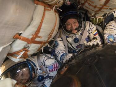 Трима от екипажа на МКС се върнаха на Земята (ВИДЕО)