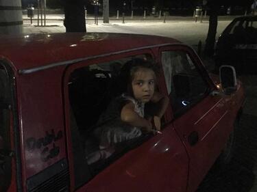 Снимка с малко пущещо момиченце в София взриви мрежата