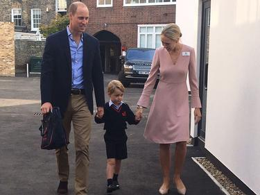 Малкият принц Джордж порасна и тръгна на училище (СНИМКИ)