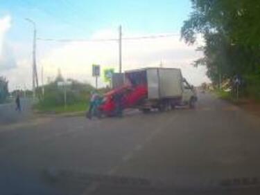 """Ей на това му се вика """"Пътна помощ""""! (ВИДЕО)"""