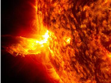 Астрономи: Слънцето отново изригна с голяма мощ