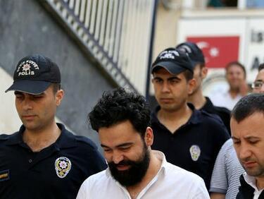 """Журналистите от """"Джумхуриет"""" остават в затвора"""