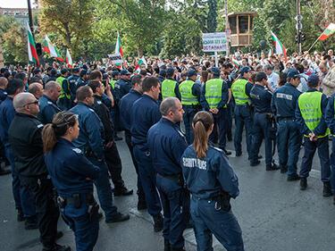 Полицаите излизат на протести в София и Варна