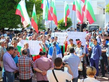 Борисов ще говори с Порошенко за правата на българите в Украйна