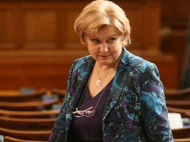 Менда Стоянова: Не пипайте данъчното облагане