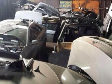 Разбиха склад за крадени коли и части