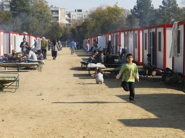 Правителството забрани придвижването на мигрантите без статут