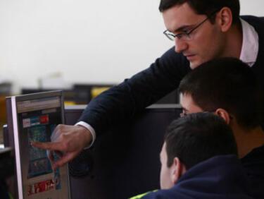 Учителите ще се обучават от къщи по дигитална грамотност