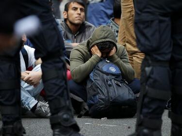 Гръцката полиция арестува 8 каналджии, сред които и българин