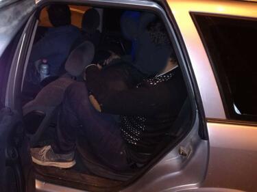 """Арест за 8 бежанци и каналджия на """"Тракия"""" (СНИМКИ)"""