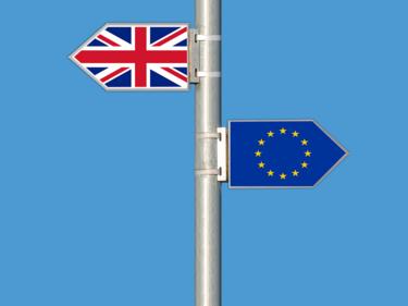 Преговорите за Брекзит стигнаха до... под кривата круша