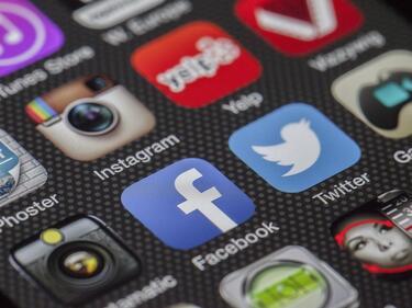 Биг Брадър ни следи чрез социалните мрежи