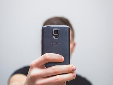 """""""Samsung"""" се взриви в джоба на потребител (ВИДЕО)"""