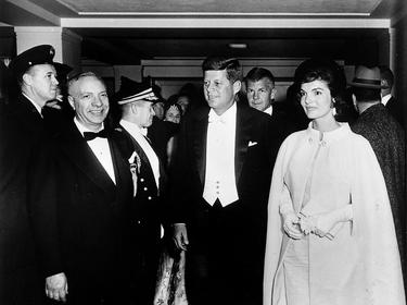 Купиха лодка и други вещи на Кенеди за стотици хиляди