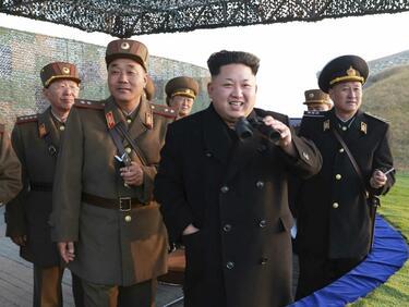 Ким Чен Ун: Няма да спирам ядреното въоръжение