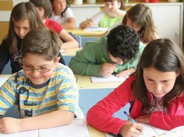 Няма да се изключват ученици с 15 неизвинени отсъствия от училище