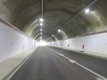 """Два дни тапи при тунела на """"Тракия"""""""