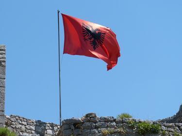 Албания клекна, признава българското малцинство