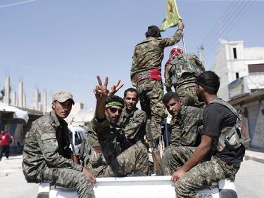 """Сирийски войници превзеха столицата на """"Ислямска държава"""""""
