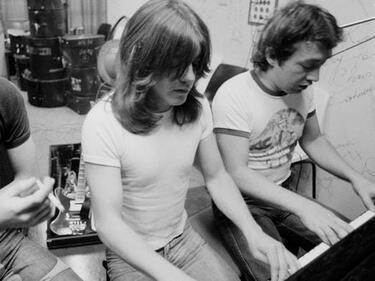 Тежка загуба за AC/DC
