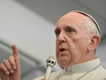 Папата призна : Аз също, когато се моля, понякога заспивам