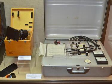 Детектор на лъжата на ДС и US шпионска радиостанция показа МВР (СНИМКИ)