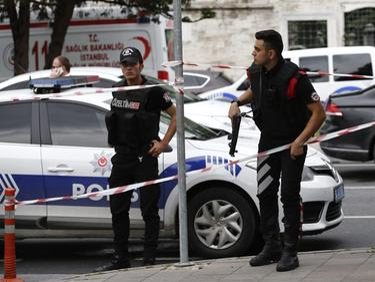 Над 30 в ареста след антиджихадистки рейд в Истанбул