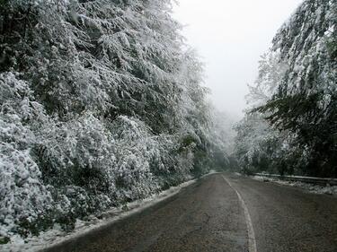 Ремонтират Петрохан посред зима