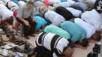 Забраняват на мюсюлманите да се молят по улиците на Париж