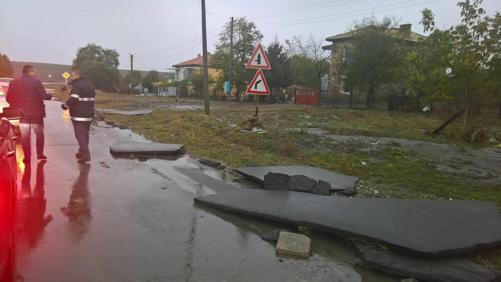 Поредна нощ на проливни дъждове. Тежка е ситуацията в Смолянско.