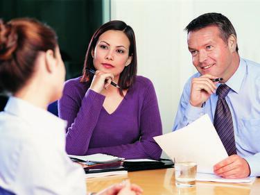 Работодатели предвиждат коледни бонуси за служителите