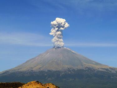 Туризмът в Бали пострада заради изригванията на вулкана Агунг