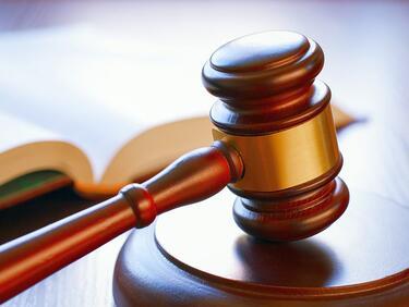 4,5 г. затвор за момчето, изритало жена на спирка в Бургас